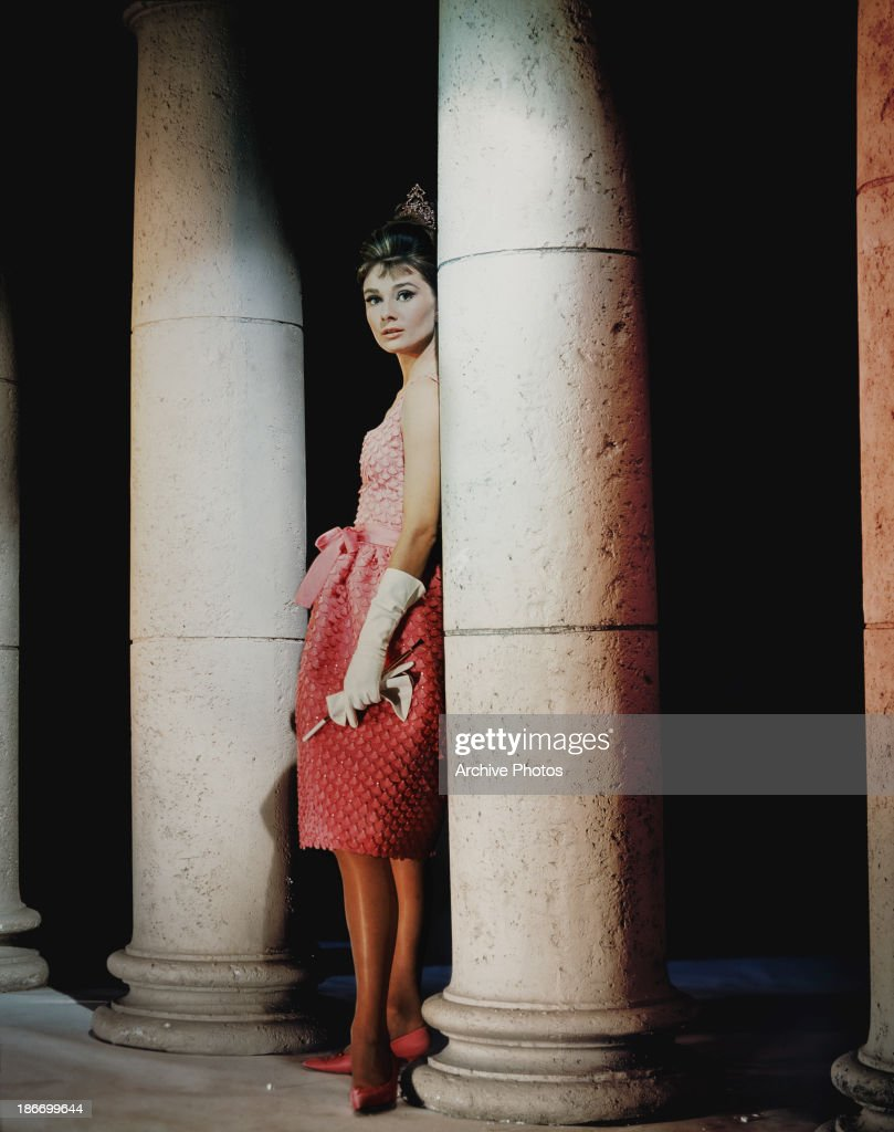 British actress and humanitarian <a gi-track='captionPersonalityLinkClicked' href=/galleries/search?phrase=Audrey+Hepburn&family=editorial&specificpeople=86470 ng-click='$event.stopPropagation()'>Audrey Hepburn</a> (1929 - 1993) as 'Holly Golightly' in a scene from 'Breakfast at Tiffany's', circa 1960.