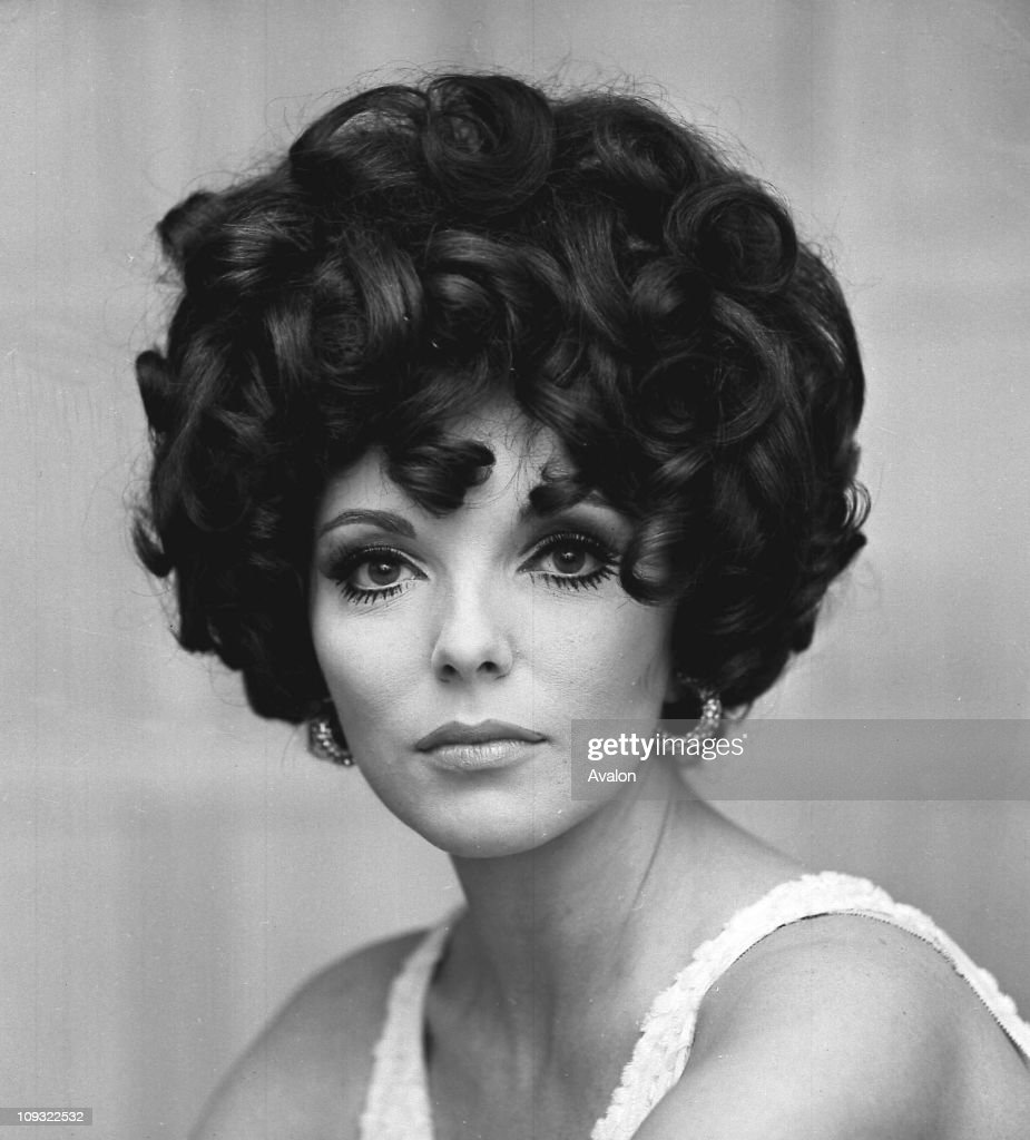 photos et images de in profile joan collins getty images british actress and writer joan collins