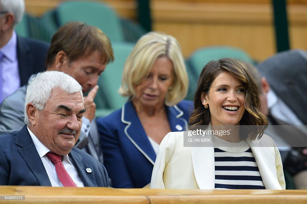 British actress Gemma Arterton (R) sits next to Robbie Federer (L), father of Switzerland's Roger Federer, in the royal box to watch Poland's Agnieszka Radwanska play against Ukraine's Kateryna Kozlova during their women's singles first round match on the third day of the 2016 Wimbledon Championships at The All England Lawn Tennis Club in Wimbledon, southwest London, on June 29, 2016. / AFP / GLYN