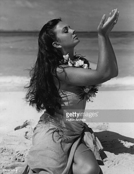 British actress Jean Simmons plays marooned beauty Emmeline in the film 'The Blue Lagoon' directed by Frank Launder