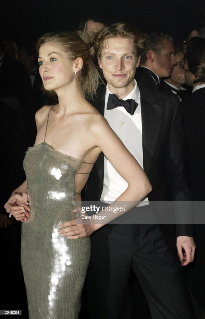 British actress <a gi-track='captionPersonalityLinkClicked' href=/galleries/search?phrase=Rosamund+Pike&family=editorial&specificpeople=208910 ng-click='$event.stopPropagation()'>Rosamund Pike</a> and friend attend the world premiere of the James Bond film 'Die Another Day' at the Royal Albert Hall on November 18, 2002 in London.