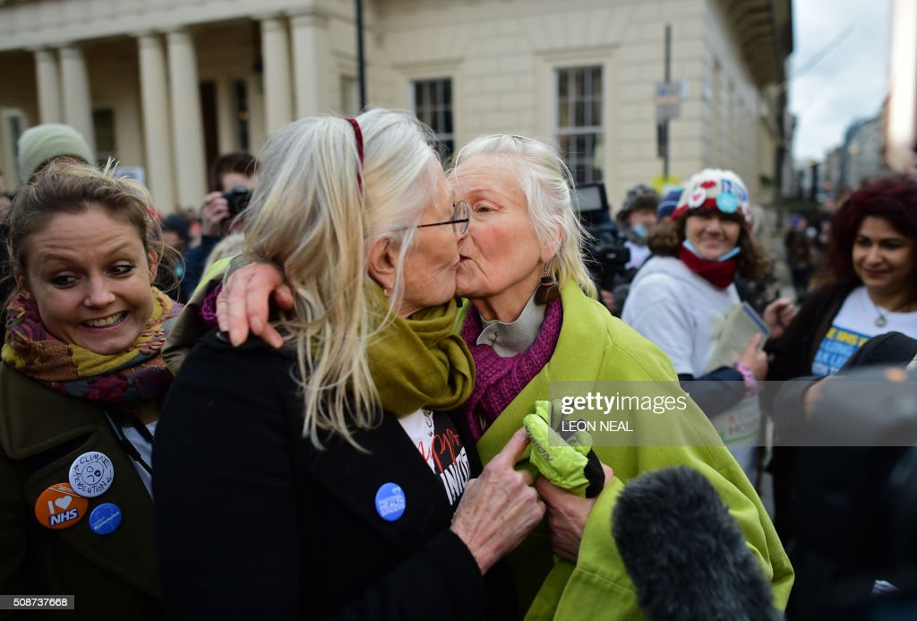 British actress Vanessa Redgrave (2L) kisses British fashion designer and activist Vivienne Westwood (C) as they join demonstrators during a protest in central London on February 6, 2016, against the British governments' plans to change contracts for junior doctors. Many doctors also claim that Prime Minister David Cameron's government is not providing enough resources for the widely cherished, state-run National Health Service (NHS), founded by a socialist government in 1948 to provide free care. / AFP / LEON NEAL