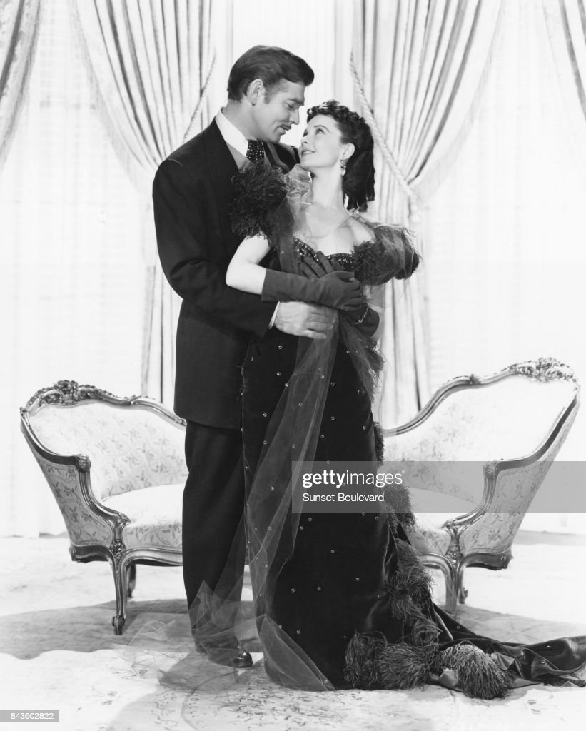 British actress Vivien Leigh and Clark Gable on the set of 'Gone with the Wind', based on the novel by Margaret Mitchell and directed by Victor Fleming.