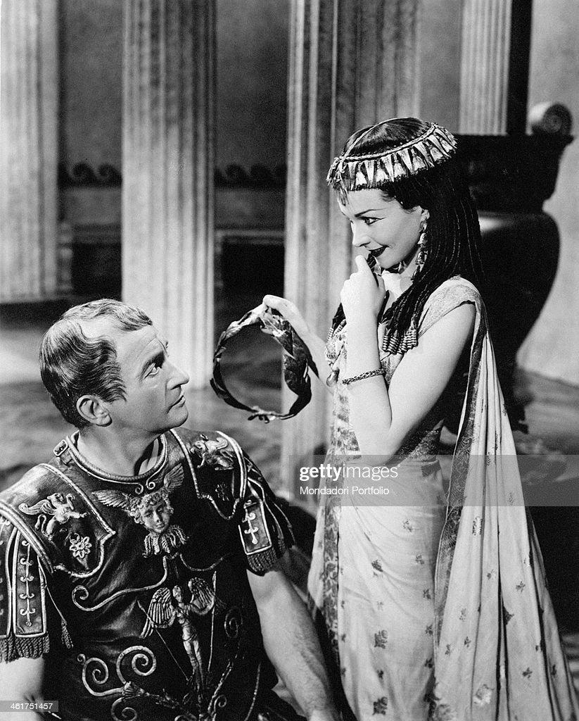 British actress Vivien Leigh (Vivian Mary Hartley) as Cleopatra smiling at British actor Claude Rains as Caesar in the film Caesar and Cleopatra. Great Britain, 1945