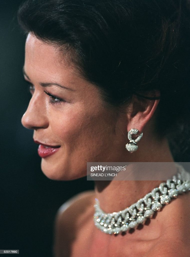 British actress, wearing diamonds talks to the press as she arrives at the De Beer and Versace 'Diamonds are forever' charity fashion event 09 June 1999. A host of international celebrities turned out for the event which will raise funds for three charities including the Prince's Foundation for architecture and the environment.