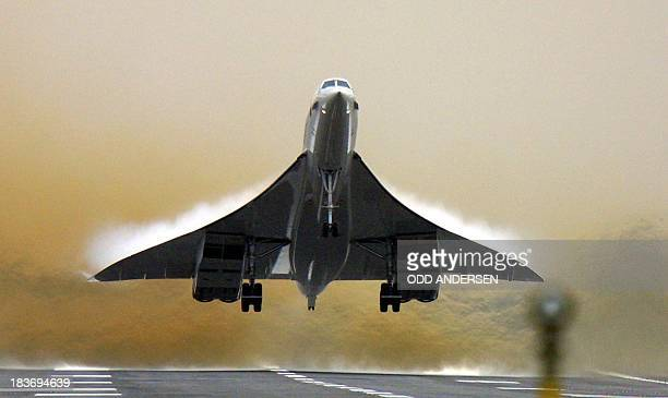 A British Airways Concorde takes off from Heathrow airport in London 07 November 2001 It is the first BA concorde flight carrying passengers since...