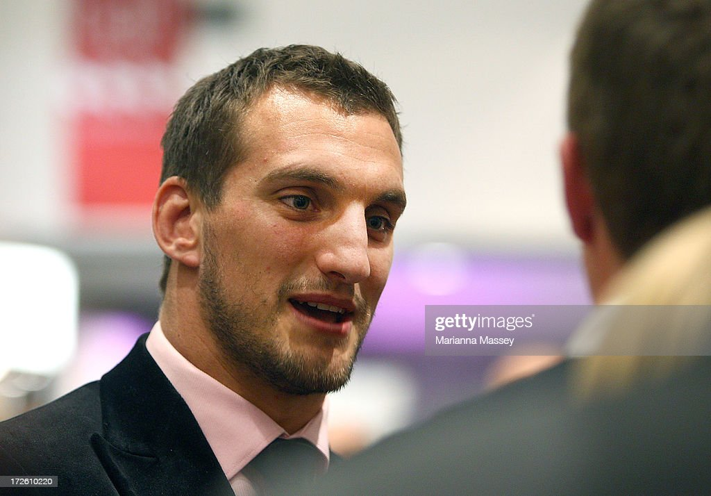 British and Irish Lions player <a gi-track='captionPersonalityLinkClicked' href=/galleries/search?phrase=Sam+Warburton+-+Rugby+Player&family=editorial&specificpeople=4234449 ng-click='$event.stopPropagation()'>Sam Warburton</a> speaks with fans during the David Jones Thomas Pink Event on July 4, 2013 in Sydney, Australia.