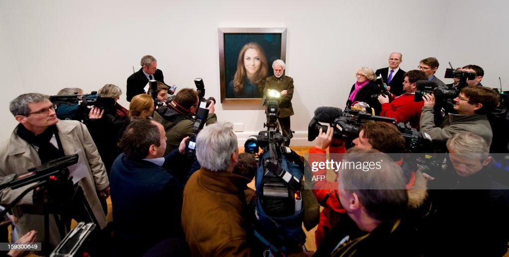 British artist Paul Emsley poses in front of his portrait of Catherine, The Duchess of Cambridge after its unveiling at the National Portrait Gallery in central London on January 11, 2013. This is the first official portrait of the Duchess and was completed after two sittings at the artist's studio and Kensington Palace. AFP PHOTO/Leon NEAL - RESTRICTED TO EDITORIAL USE, MANDATORY MENTION OF THE ARTIST UPON PUBLICATION, TO ILLUSTRATE THE EVENT AS SPECIFIED IN THE CAPTION -
