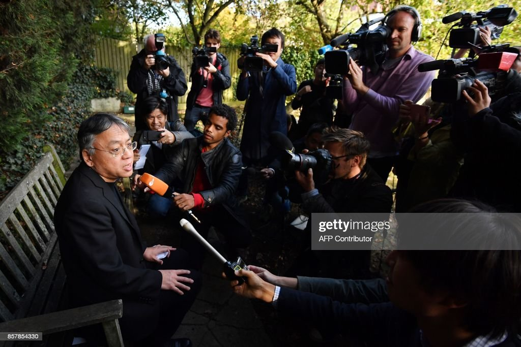 British author Kazuo Ishiguro (L) holds a press conference in London on October 5, 2017 after being awarded the Nobel Prize for Literature. Kazuo Ishiguro, the 62-year-old British writer of Japanese told British media that winning the 2017 Nobel Prize for Literature today was a 'magnificent honour' and 'flabbergastingly flattering'. / AFP PHOTO / Ben STANSALL
