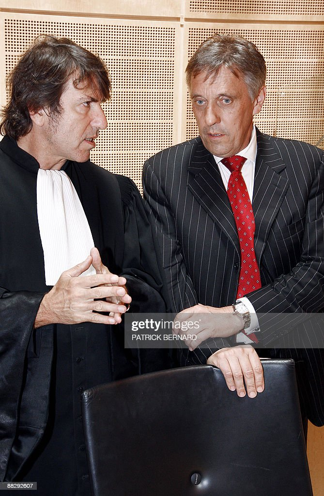 British businessman Graham Warren Templeton (R) talks with his lawyer Alexandre Novion (L) prior to his trial on June 8, 2009 at Bordeaux courthouse, western France. Templeton is accused of having embezzled 2 million euros from compatriots living in the Dordogne region, southwest France.