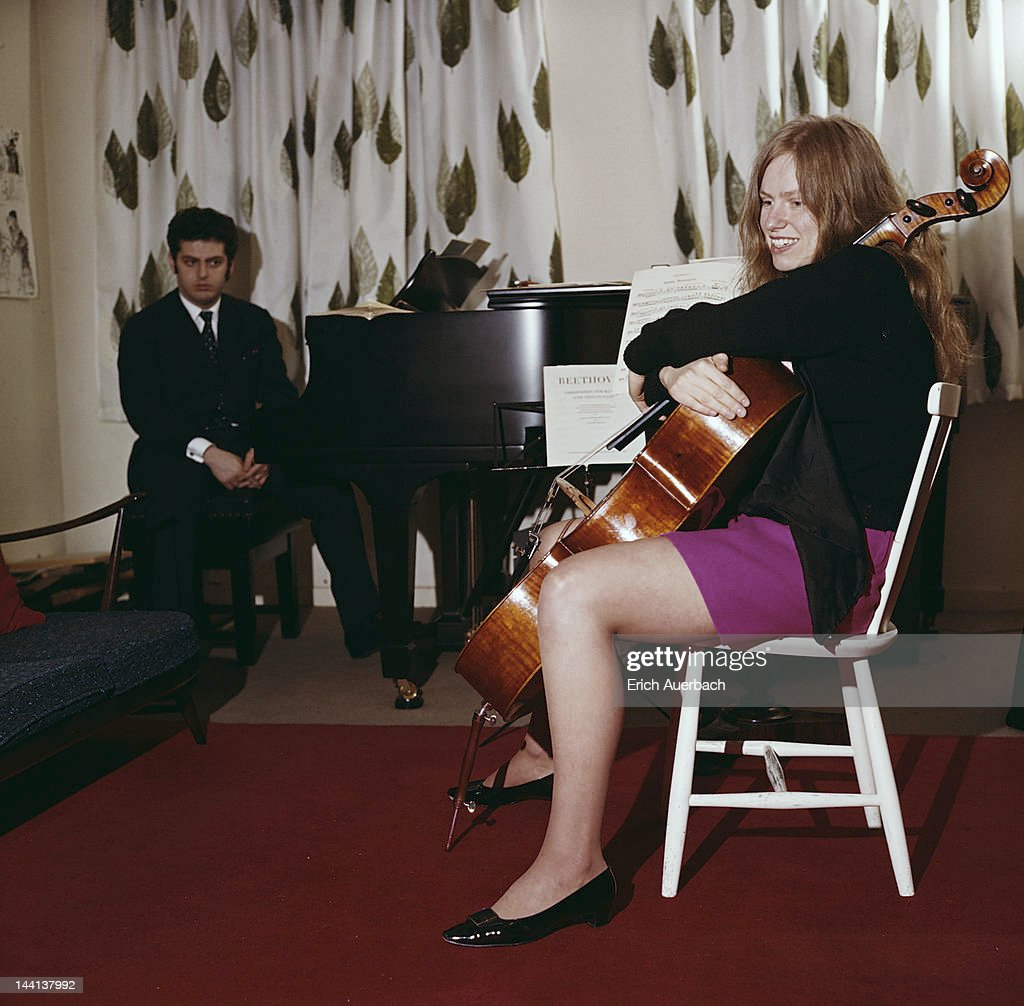 British cellist Jacqueline du Pre (1945 - 1987) with her husband, pianist and conductor <a gi-track='captionPersonalityLinkClicked' href=/galleries/search?phrase=Daniel+Barenboim&family=editorial&specificpeople=242823 ng-click='$event.stopPropagation()'>Daniel Barenboim</a>, London, 7th November 1973.