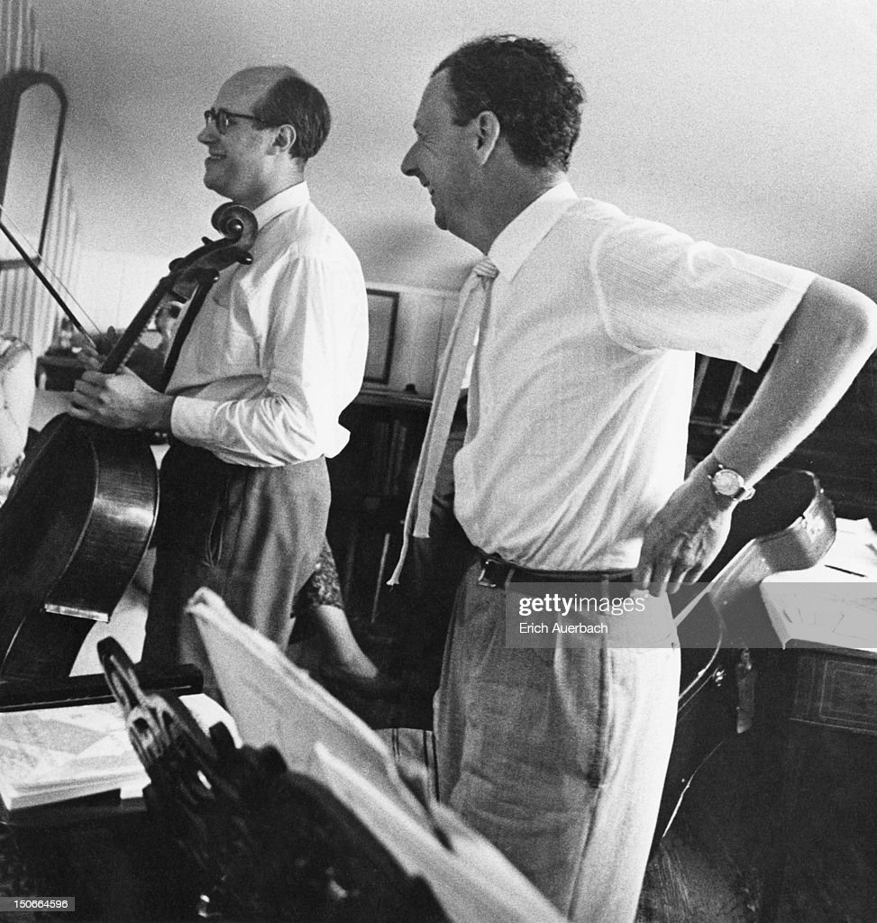 British composer Benjamin Britten (1913 - 1976, right) rehearses his piece 'Cello Sonata' with Russian cellist Mstislav Rostropovich in Britten's Aldeburgh music room, 1st July 1961. (Photo by Erich Auerbach/Getty Images