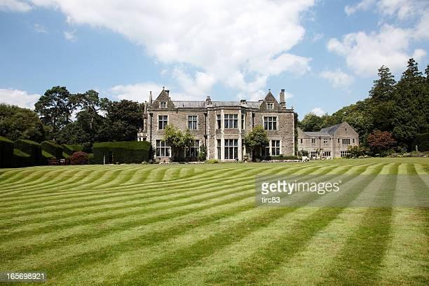 Britische Land mansion Blick auf den Rasen