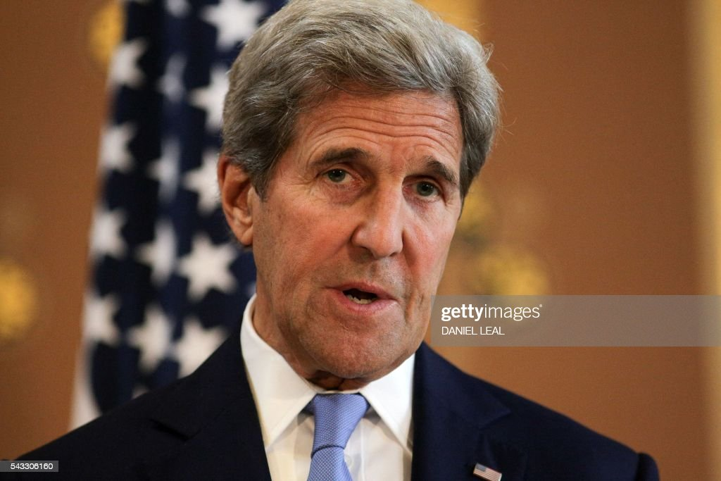 British Foreign Secretary Philip Hammond (not pictured) and US Secretary of State John Kerry hold a joint press conference after their meeting at the Foreign and Commonwealth Office (FCO) in central London on June 27, 2016. US Secretary of State John Kerry urged EU members not to 'lose their head' over the referendum. 'I think it is absolutely essential that we stay focused on how, in this transitional period, nobody loses their head, nobody goes off half cocked, people don't start ginning up scatterbrained or revengeful premises,' he said before heading to London. / AFP / Daniel Leal-Olivas/
