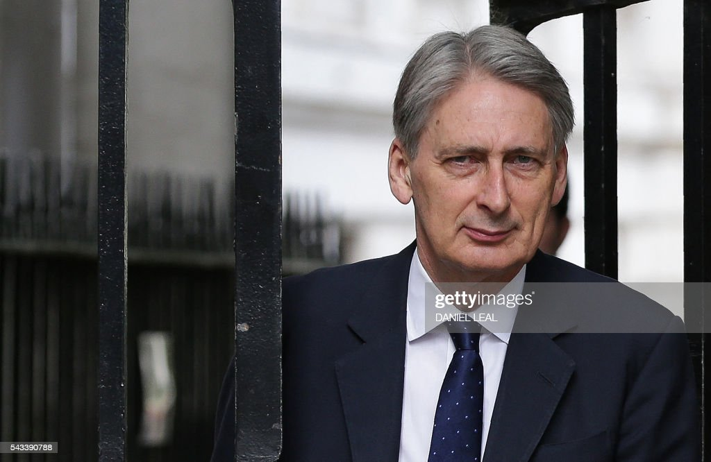 British Foreign Secretary Philip Hammond arrives in Downing Street in central London on June 28, 2016. EU leaders attempted to rescue the European project and Prime Minister David Cameron sought to calm fears over Britain's vote to leave the bloc as ratings agencies downgraded the country. Britain has been pitched into uncertainty by the June 23 referendum result, with Cameron announcing his resignation, the economy facing a string of shocks and Scotland making a fresh threat to break away. / AFP / Daniel Leal-Olivas