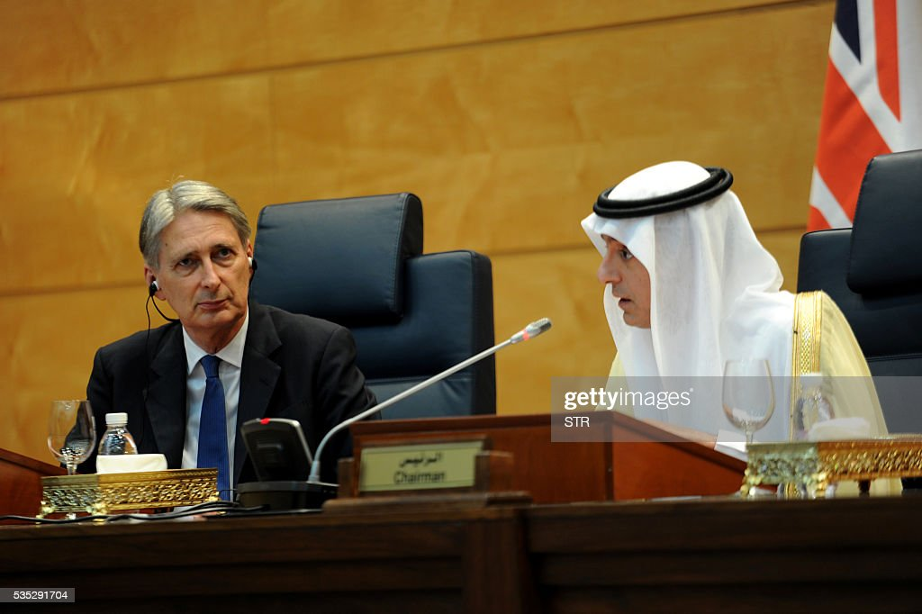 British Foreign Secretary Philip Hammond (L) holds a press conference with his Saudi counterpart Adel al-Jubeir on May 29, 2016, in the coastal city of Jeddah. / AFP / STR