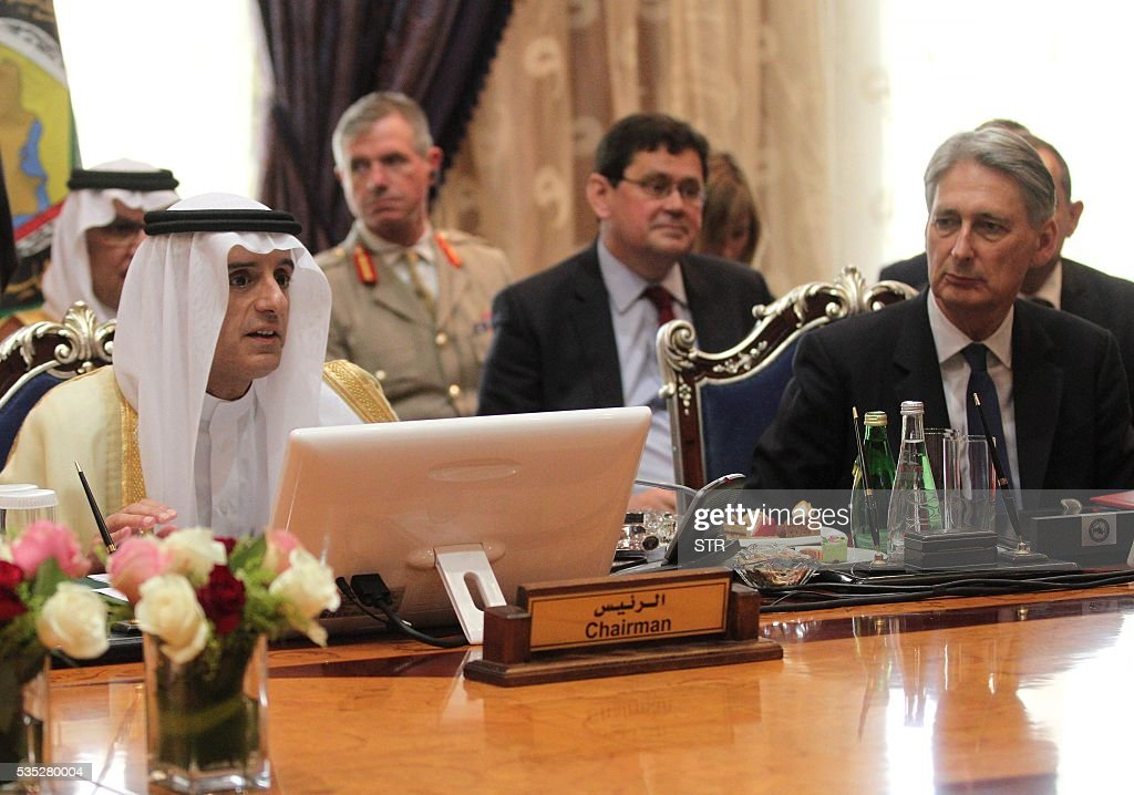 British Foreign Secretary Phillip Hammond (R) looks at his Saudi counterpart Adel al-Jubair (L) during a meeting of the Gulf Cooperation Council 'GCC' in the Saudi coastal seaport city of Jeddah, on May 29, 2016. / AFP / STR
