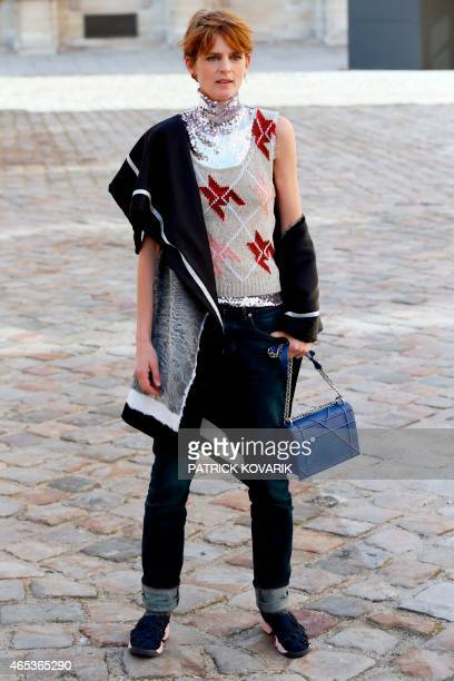 British former model Stella Tennant poses prior to attend Christian Dior 20152016 fall/winter readytowear collection fashion show on March 6 2015 in...