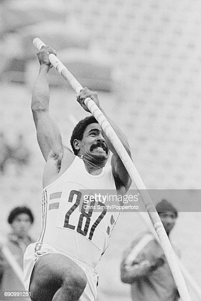 British gold medal winning decathlete Daley Thompson competes in the pole vault discipline on the second day of the Men's decathlon competition at...