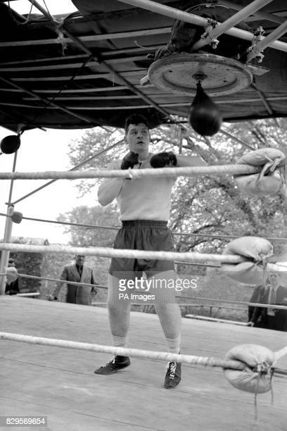 British Heavyweight Champion Bruce Woodcock works on the speed bag during training