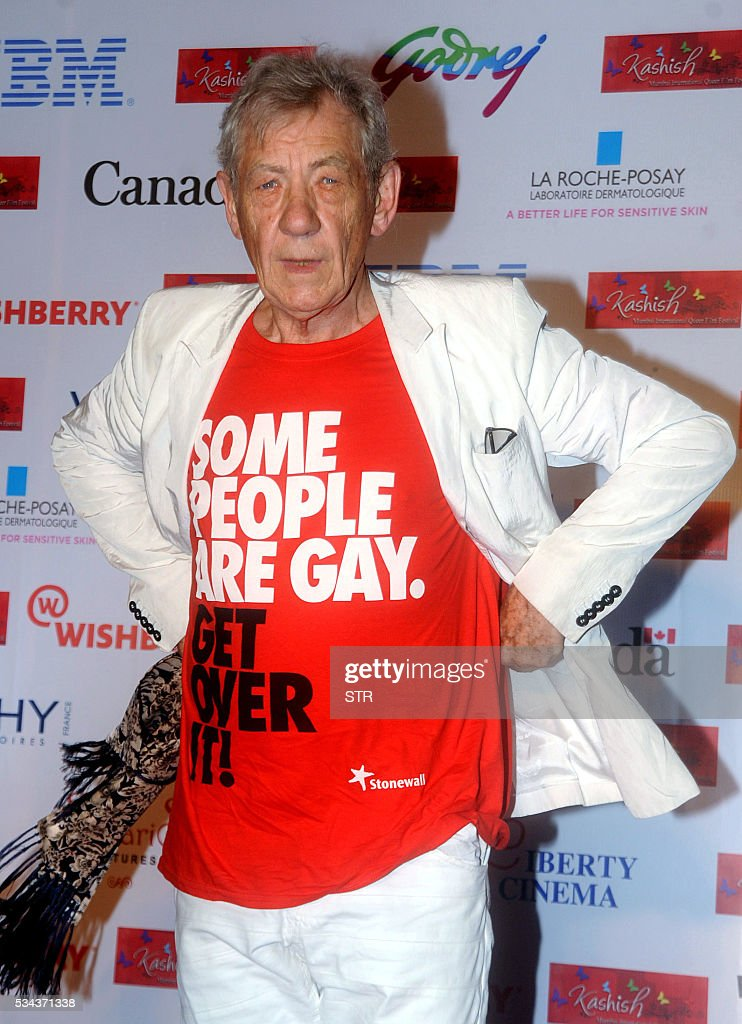 British Hollywood actor Sir Ian McKellen poses for a photograph during the 'Kashish Mumbai International Queer Film Festival 2016', South Asia's biggest LGBT film festival in the Indian city of Mumbai on late May 25, 2016. / AFP / STR