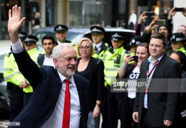 British Labour Party Leader Jeremy Corby greets people as he arrives at Labour Headquarters on June 9 2017 in London United Kingdom After a snap...