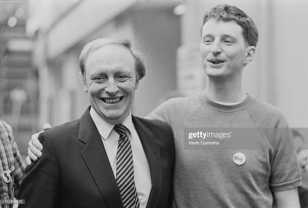British Labour Party leader Neil Kinnock (left) with English singer-songwriter Billy Bragg at the Free Trade Hall, Manchester, 20th May 1984.