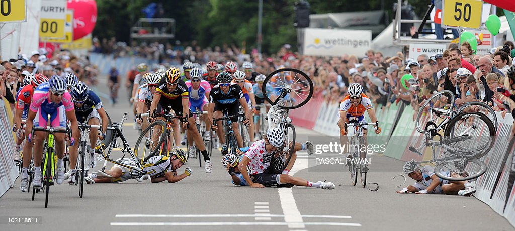 British Mark Cavendish (L), German Gerald Ciolek (2ndL), German Heinrich Haussler (C) and French Loyd Mondory (R) crash during the sprint near the finish line on the four stage Schawarzenburg - Wettingen of the Tour de Suisse (Tour of Switzerland) cycling race on June 15, 2010.