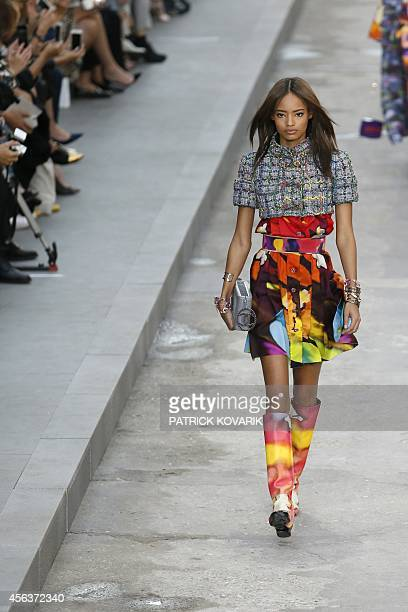 British model Malaika Firth presents a creation for Chanel during the 2015 Spring/Summer readytowear collection fashion show on September 30 2014 at...