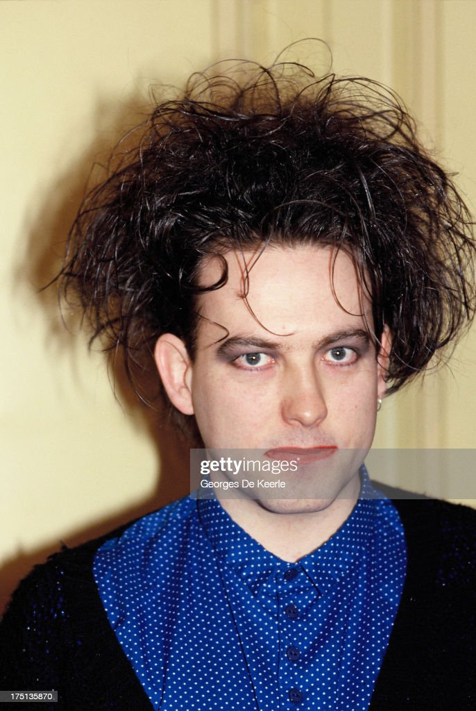 British musician <a gi-track='captionPersonalityLinkClicked' href=/galleries/search?phrase=Robert+Smith+-+Musicista&family=editorial&specificpeople=198989 ng-click='$event.stopPropagation()'>Robert Smith</a> attends a photocall for the release of the album 'Disintegration' by 'The Cure' on May 1989 in London, England.