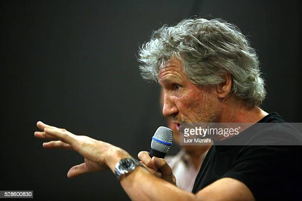 British musician Roger Waters of Pink Floyd talks to Israeli films students on June 01 2009 in Jerusalem Israel