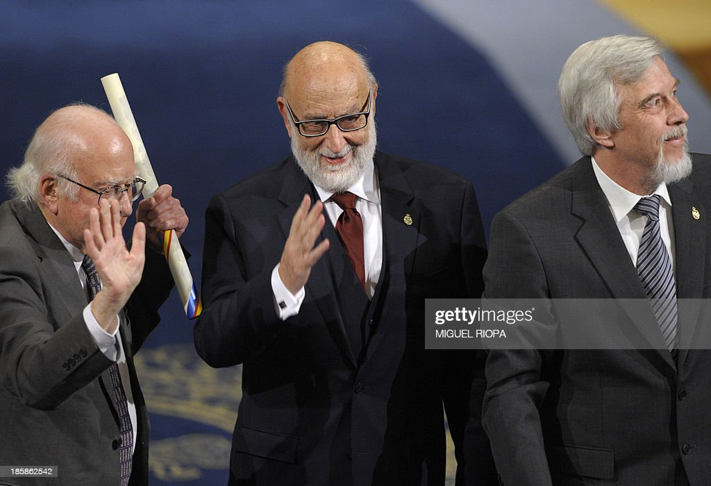British Nobel winner Peter Higgs (L), Belgian scientist Francois Englert (C) and German director general of CERN Rolf Heuer celebrate on the stage after receiving the 2013 Prince of Asturias Award for Technical & Scientific Research during the Prince of Asturias awards ceremony in Oviedo, on October 25, 2013.