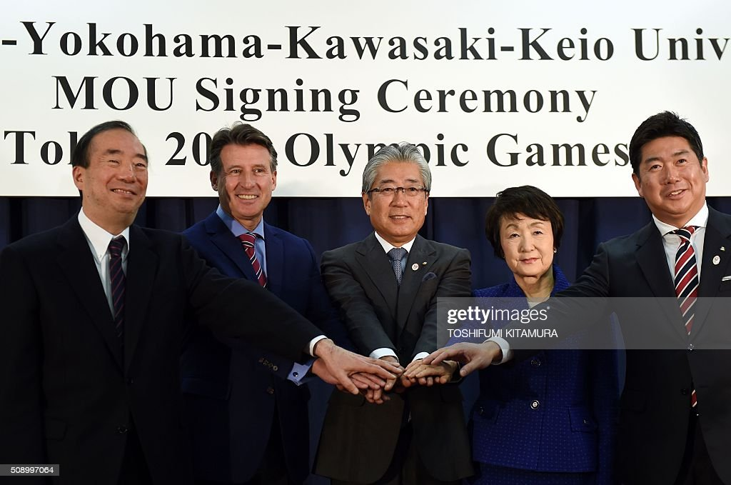 British Olympic Association chairman Sebastien Coe (2nd L) poses hand-in-hand with Keio University president Atsushi Seike (L), Japan Olympic Committee president Tsunekazu Takeda (C), Yokohama mayor Fumiko Hayashi (2nd R) and Kawasaki major Norihiko Fukuda (R) after their signing ceremony for the British team's Tokyo 2020 Olympic games preparation camp in Tokyo on February 8, 2016. AFP PHOTO / TOSHIFUMI KITAMURA / AFP / TOSHIFUMI KITAMURA