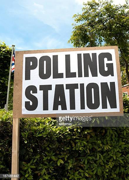 Britischen Wahlen station Schild mit Union Jack