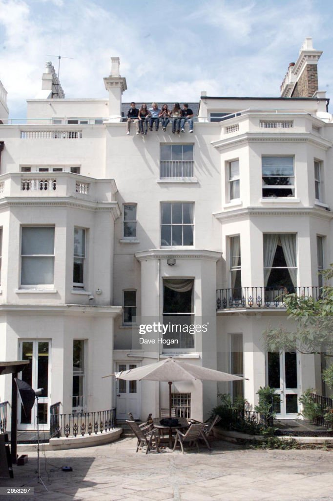 British pop stars (L-R) Tony Lundon, Jessica Taylor, Michelle Heaton, Kelli Young, Kevin Simm of the pop group 'Liberty' and British businessman Richard Branson (3rd from left) pose on the roof of his house after signing for his V2 label on May 2, 2001 in London.