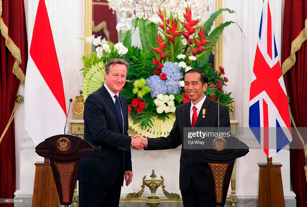 British Prime Minister <a gi-track='captionPersonalityLinkClicked' href=/galleries/search?phrase=David+Cameron+-+Politician&family=editorial&specificpeople=227076 ng-click='$event.stopPropagation()'>David Cameron</a> (L) and Indonesian President <a gi-track='captionPersonalityLinkClicked' href=/galleries/search?phrase=Joko+Widodo&family=editorial&specificpeople=6657368 ng-click='$event.stopPropagation()'>Joko Widodo</a>, shake hands after the signing of several memorandums of understanding between the United Kingdom and Indonesian at the Presidential Palace on July 27, 2015 in Jakarta, Indonesia. The two leaders met to discuss a variety of issues including international terrorism, infrastructure finance, the space industry and maritime security.