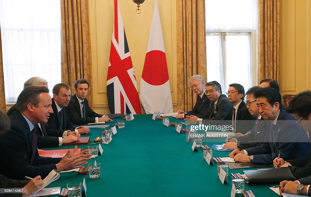 British Prime Minister David Cameron (L) gestures as he talks with Japanese Prime Minister Shinzo Abe (2R) during their meeting inside 10 Downing Street in central London on May 5, 2016. / AFP / POOL / Frank Augstein