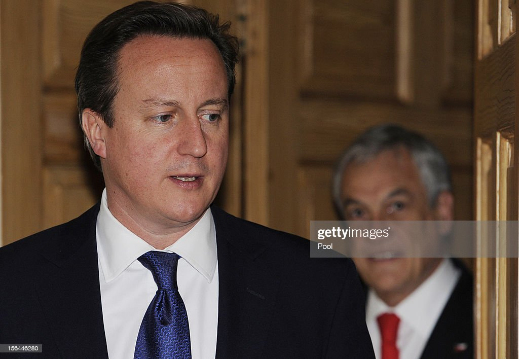 British Prime Minister <a gi-track='captionPersonalityLinkClicked' href=/galleries/search?phrase=David+Cameron+-+Politician&family=editorial&specificpeople=227076 ng-click='$event.stopPropagation()'>David Cameron</a> (L) greets Chilean President <a gi-track='captionPersonalityLinkClicked' href=/galleries/search?phrase=Sebastian+Pinera&family=editorial&specificpeople=768332 ng-click='$event.stopPropagation()'>Sebastian Pinera</a> (R) inside 10 Downing Street on November 15, 2012 in London, England.