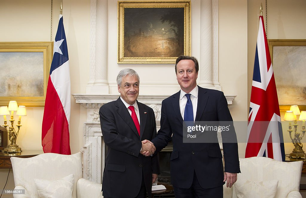 British Prime Minister <a gi-track='captionPersonalityLinkClicked' href=/galleries/search?phrase=David+Cameron+-+Politician&family=editorial&specificpeople=227076 ng-click='$event.stopPropagation()'>David Cameron</a> (R) greets Chilean President <a gi-track='captionPersonalityLinkClicked' href=/galleries/search?phrase=Sebastian+Pinera&family=editorial&specificpeople=768332 ng-click='$event.stopPropagation()'>Sebastian Pinera</a> (L) inside 10 Downing Street on November 15, 2012 in London, England.