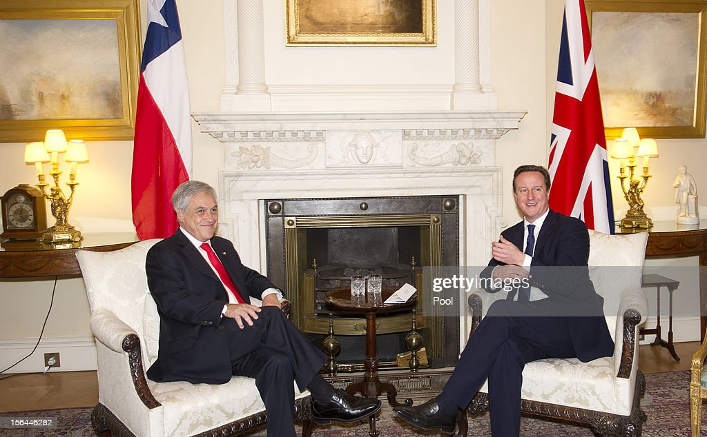 British Prime Minister David Cameron (R) greets Chilean President Sebastian Pinera (L) inside 10 Downing Street on November 15, 2012 in London, England.