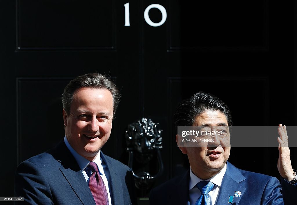 British Prime Minister David Cameron (L) greets Japanese Prime Minister Shinzo Abe outside 10 Downing Street in central London on May 5, 2016, ahead of their meeting. / AFP / ADRIAN