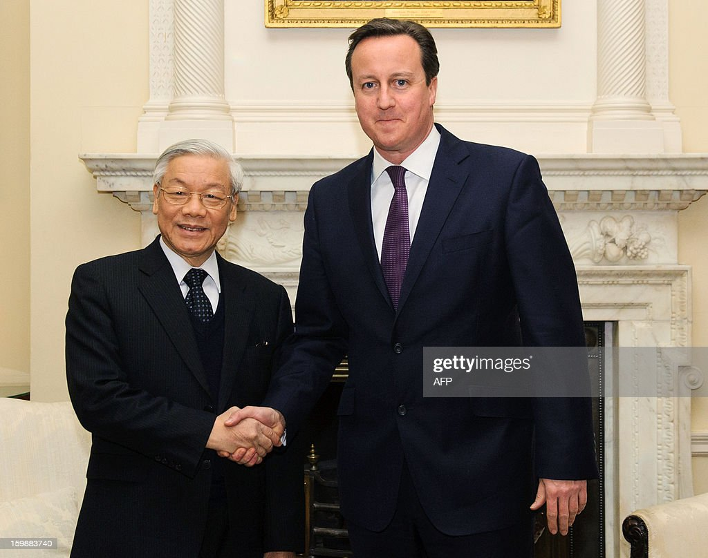 British Prime Minister David Cameron shakes hands with Vietnamese General Secretary of the Communist Party Nguyen Phu Trong before a meeting at 10 Downing Street in central London on January 22, 2013. AFP PHOTO / POOL/ DOMINIC LIPINSKI