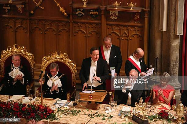 British Prime Minister David Cameron speaks to dignitaries in the Guildhall during the Lord Mayor's Banquet on November 16 2015 in London England The...