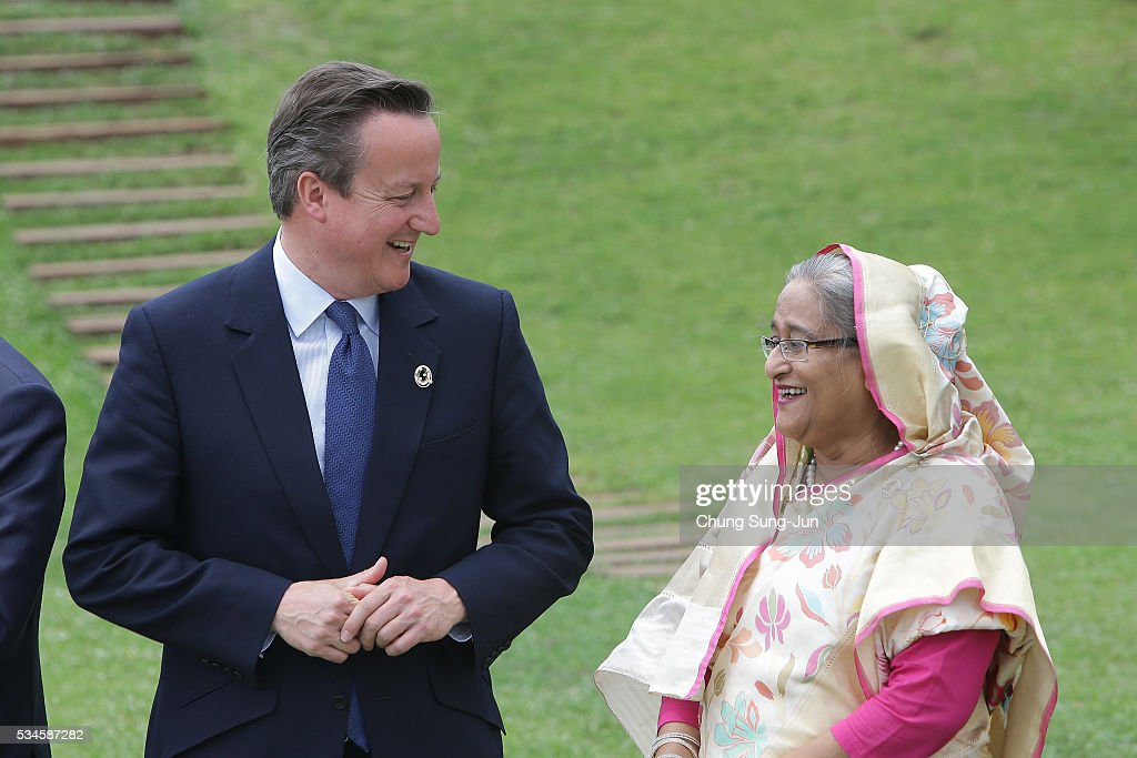British Prime Minister David Cameron talks with Bangladesh Prime Minister Sheikh Hasina during a family photo session on May 27, 2016 in Kashikojima, Japan. In the two-day summit, the G7 leaders are scheduled to discuss the pressing global issues including counter-terrorism, energy policy, and sustainable development.