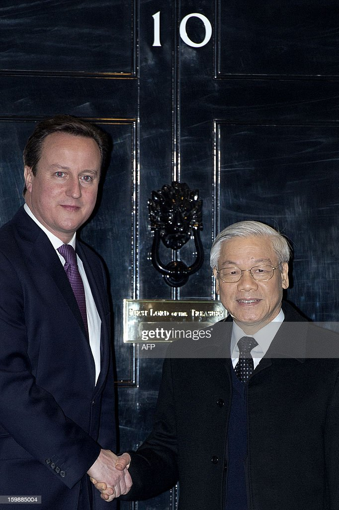 British Prime Minister David Cameron (L) welomes Vietnamese General Secretary of the Communist Party Nguyen Phu Trong outside 10 Downing Street in central London on January 22, 2013.