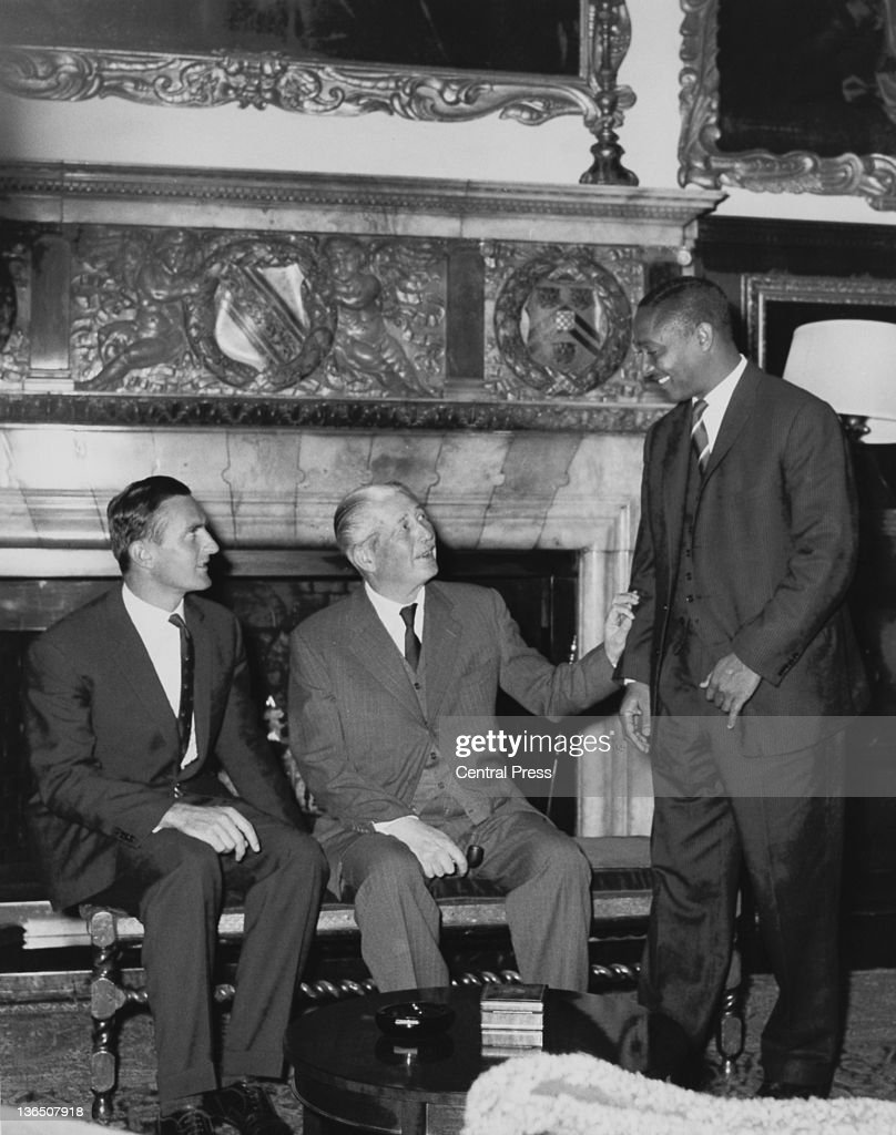 British Prime Minister <a gi-track='captionPersonalityLinkClicked' href=/galleries/search?phrase=Harold+Macmillan&family=editorial&specificpeople=201465 ng-click='$event.stopPropagation()'>Harold Macmillan</a> (1894 - 1986) invites West Indian Test cricket captain <a gi-track='captionPersonalityLinkClicked' href=/galleries/search?phrase=Frank+Worrell&family=editorial&specificpeople=234772 ng-click='$event.stopPropagation()'>Frank Worrell</a> (right) to sit next to him for a photograph at Chequers in Buckinghamshire, 11th September 1963. On the left is England captain <a gi-track='captionPersonalityLinkClicked' href=/galleries/search?phrase=Ted+Dexter&family=editorial&specificpeople=744656 ng-click='$event.stopPropagation()'>Ted Dexter</a>. Both team captains have been invited to Chequers for lunch as guests of the PM.