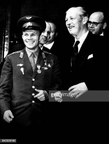 British Prime Minister Harold Macmillan welcomes Soviet cosmonaut Yuri Gagarin on July 13 1961 at the Admiralty House in London / AFP /
