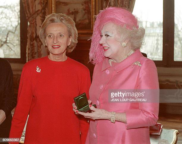 British romantic novelist Dame Barbara Cartland poses with Bernadette Chirac after she received Vermeil medal of Paris city 20 January 1988 in Paris...