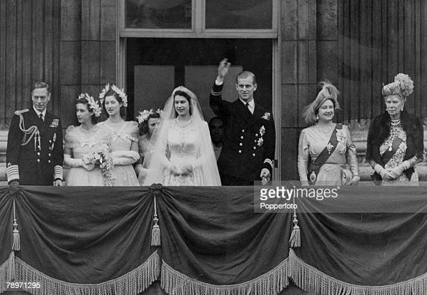 1947 stock photos and pictures getty images for Queens wedding balcony