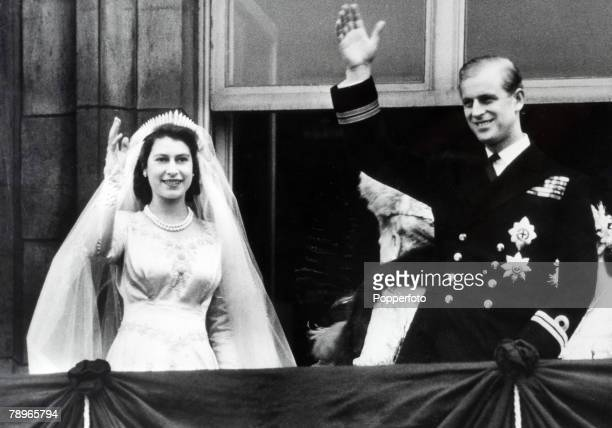 British Royalty London England 20th November 1947 Princess Elizabeth and Prince Philip The Duke of Edinburgh wave to crowds from the balcony of...